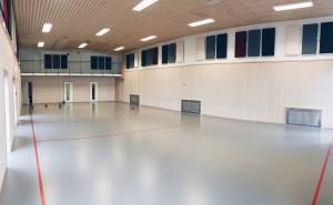 Gymsalen er stor, og kan brukes til store grupper